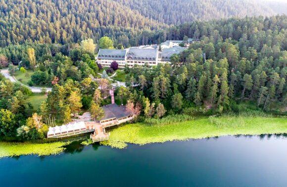 Bolu Büyük Abant Otel'de Hafta Sonu 1 Gece 2 Kişi Yarım Pansiyon Konaklama