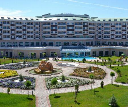 Afyonkarahisar Safran Thermal Resort Sandıklı Hotel'de 1 Gece 2 Kişi Yarım Pansiyon Plus Konaklama