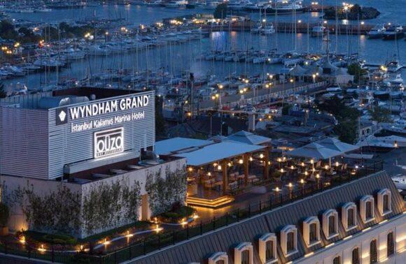 Wyndham Kalamış Hotel'de 1 Gece 2 Kişi Oda Kahvaltı Konaklama 1 Gece Ouzo Restoran'da Akşam Yemeği